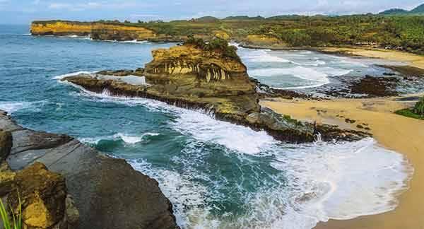 Wisata Pantai Padang - Padang