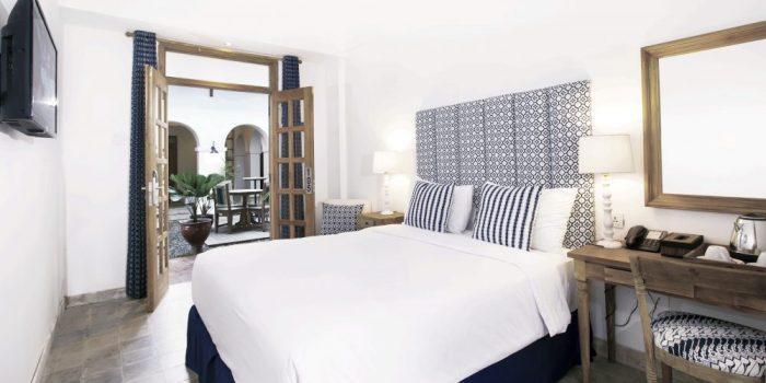 deluxe double room hotel adhisthana
