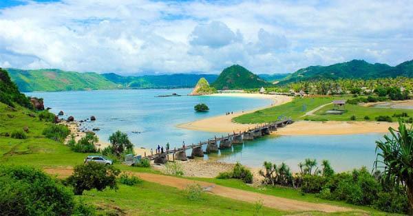 wsiata pantai kuta lombok