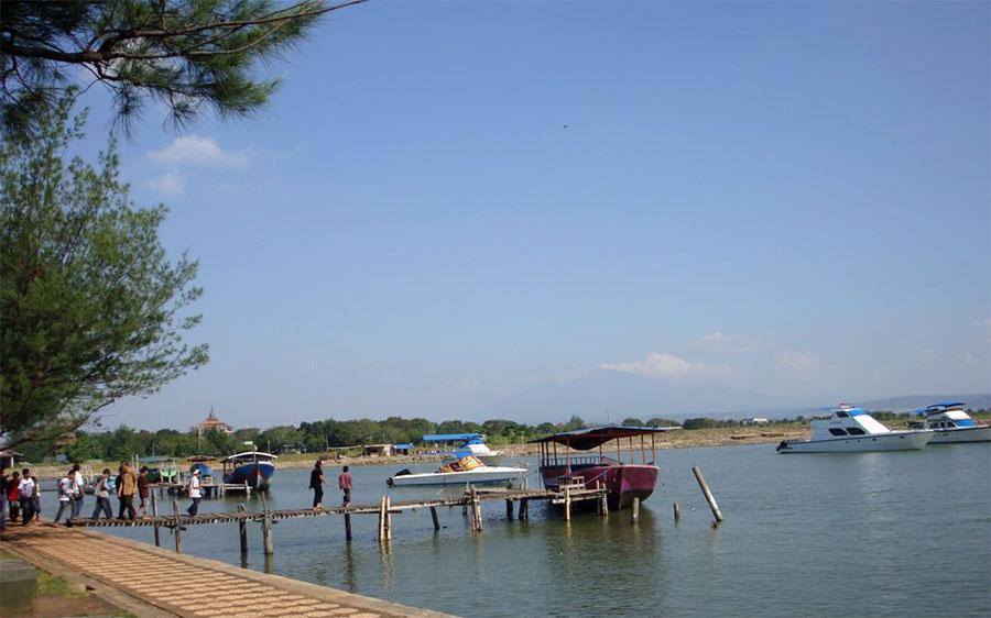 wisata pantai marina