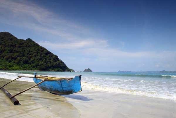 wisata pantai selong belanak
