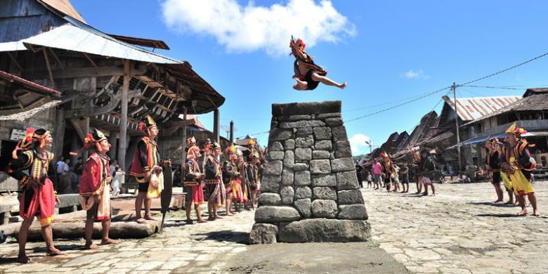Berpetualang ke Desa Bawomataluo, Nias, Sumatera Utara