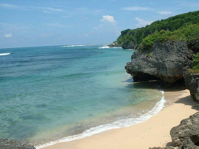 Wisata Pantai Green Bowl di Bali